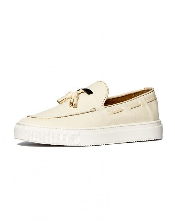 SLIP-ON DE CUERO EN COLOR CREMA