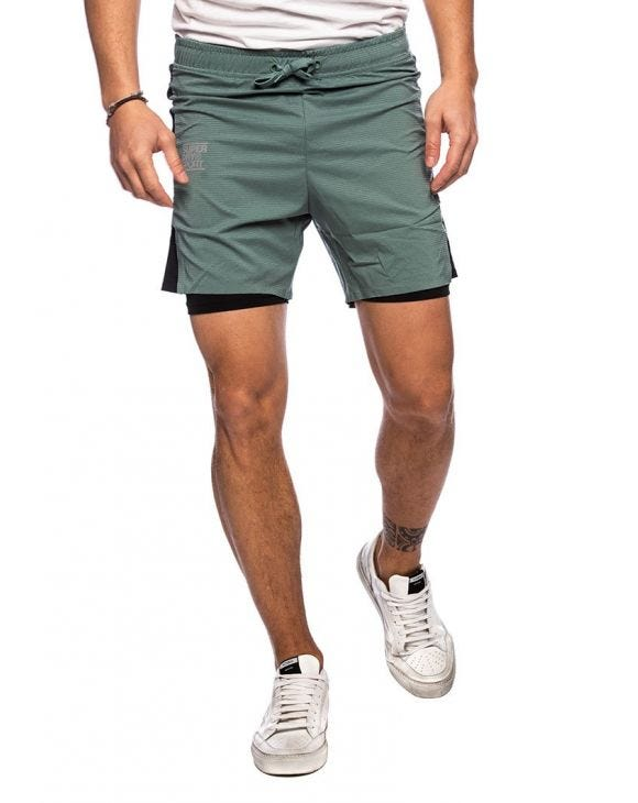 TRAINING DOUBLE LAYER SHORTS IN GREEN