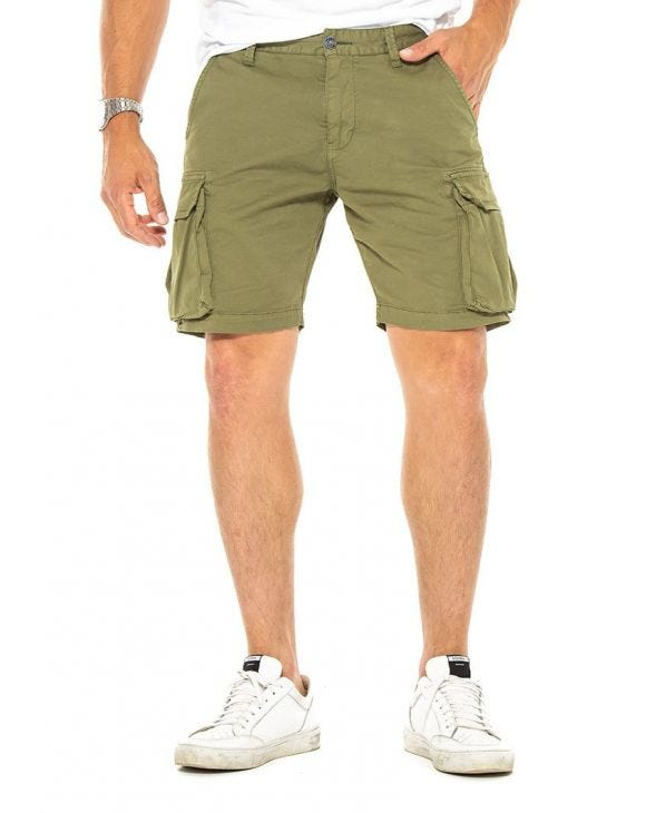 IVOR CARGO SHORTS IN ARMY GREEN