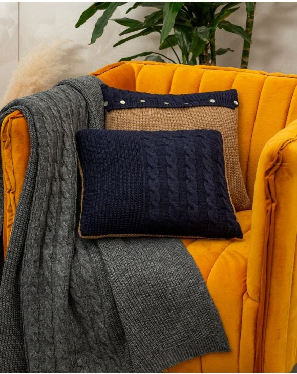 CHUNKY KNIT PILLOW IN BLUE
