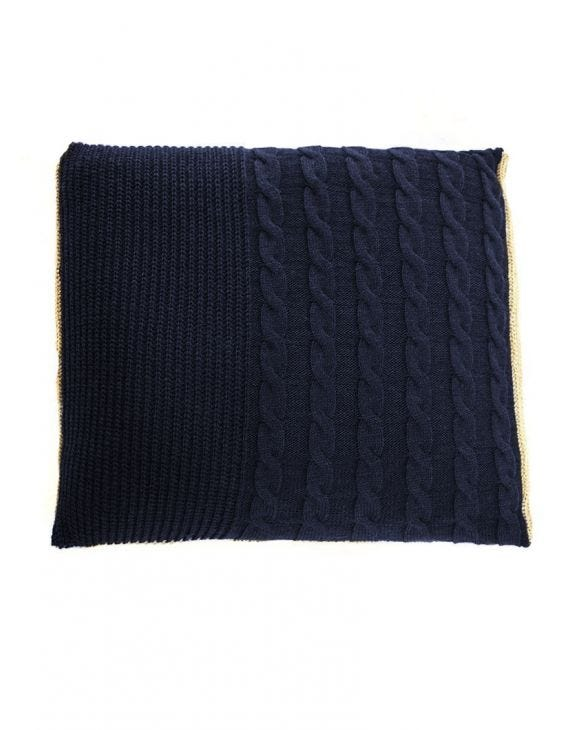 COZY OVERSIZED KNITTED PILLOW IN BLUE