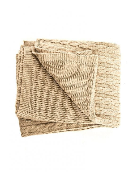 CABLE KNIT BLANKET IN DOVE